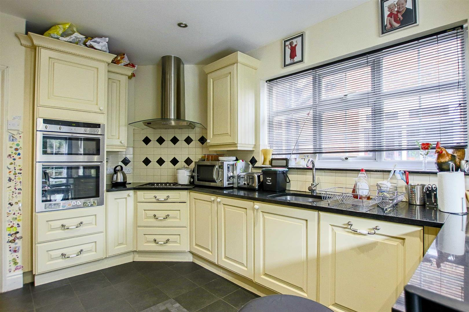 5 Bedroom Terraced House For Sale - Image 11